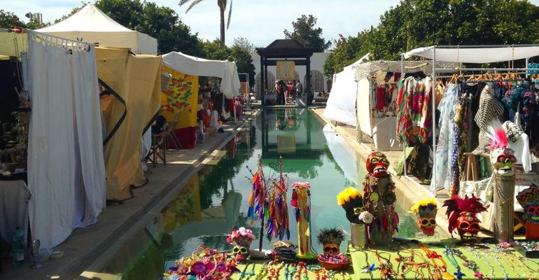 Marktstände bei der Fiesta de la Primavera im Agroturismo Atzaró