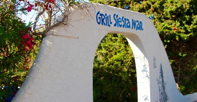 Eingang zu Hof des Siesta Grill