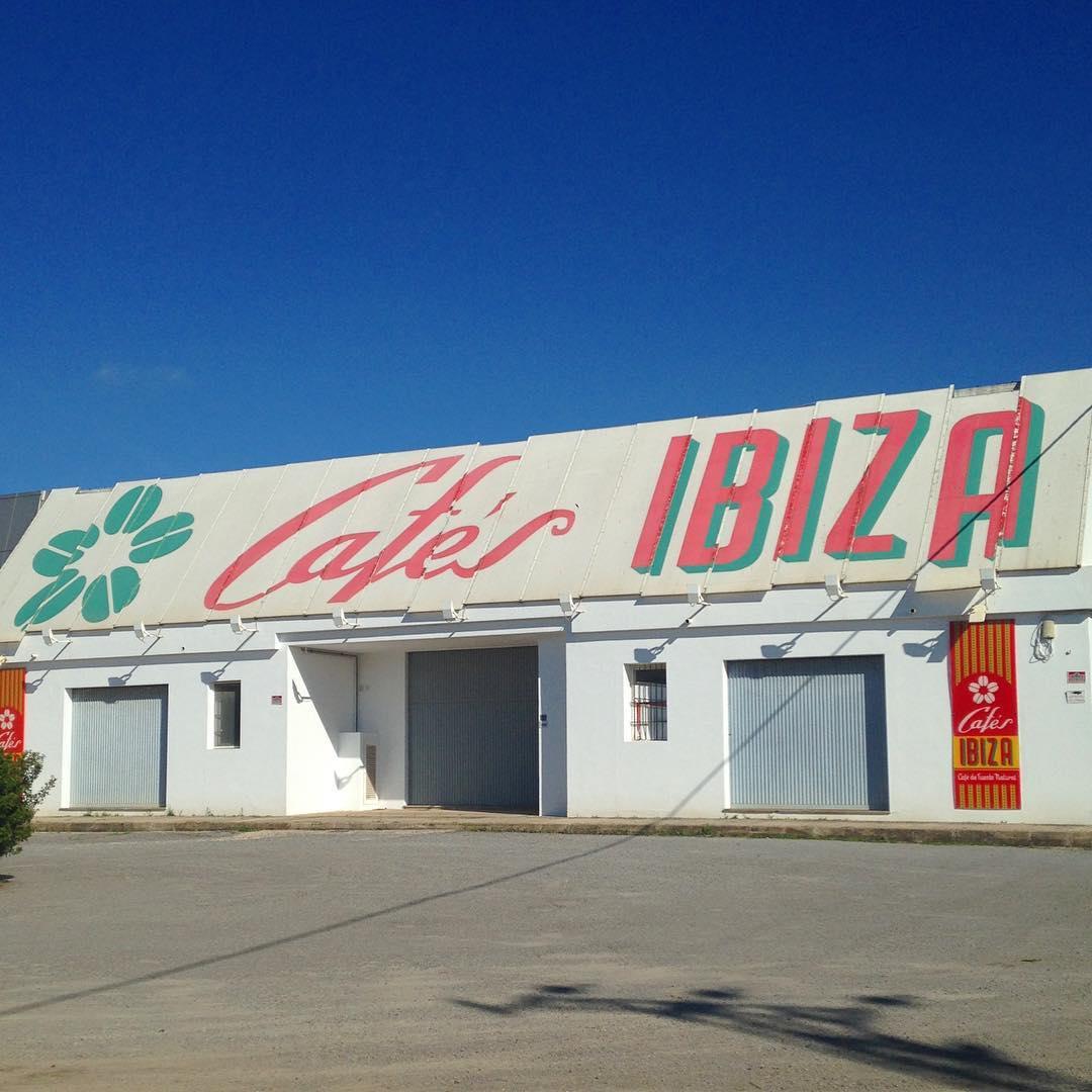 Here the coffee beans for our favourite Ibiza morning kick is roasted❤️☕️ #cafésibiza #coffee #coffeelovers #ibizacoffee #coffeeibiza cafesibiza #ibizadiary #ibiza #ibiza2016 #café #baleares #instaibiza #ibz #coffeeaddict #instacoffee, Cafés Ibiza