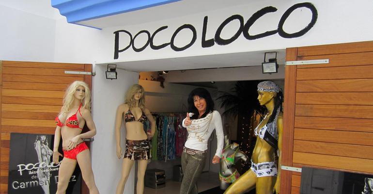 Carmen Diaz vor Ihrem Bikini-Shop Poco Loco Ibiza