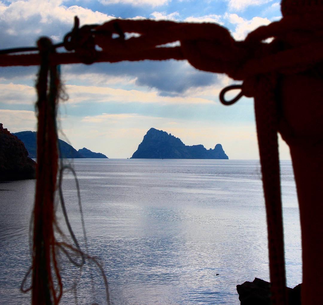 View to Es Vedrá from the stairway of Cueva Cala Conta 🌊⛰ #ibizadiary #ravecave #cuevacalaconta #calacomte #calaconta #cave #cova #ibiza #ibiza2016 #esvedra #esvedrá #westcoast #innerframing #bluesea #ocean #magicrock #spain #blue #balearea #travel #instaspain, Cueva Cala Conta
