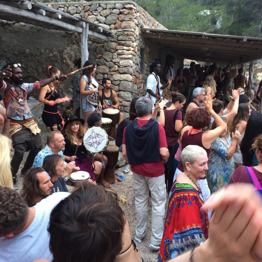 Listen to the drums of Benirras on sunday afternoon  #benirras #cala #ibiza #sunday #domingo #sundown #ibiza2017 #drums #dance #spirit #hippie #goodtimes #spain #loveibiza #colours #ibizadiry #instadaily #baleares #love #peace, Cala Benirrás