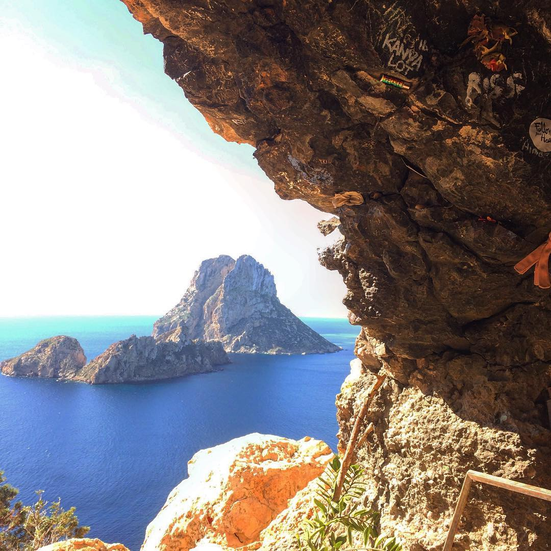Epic place with a phantastic view on Es Vedra 💖 #magic #epic #esvedra #cave #hippie #oceanview #seaview #spirit #baleares #isla #caladhort #cala #ibzconnect #ibiza2017 #sunday #ibizadiary, Es Vedrà