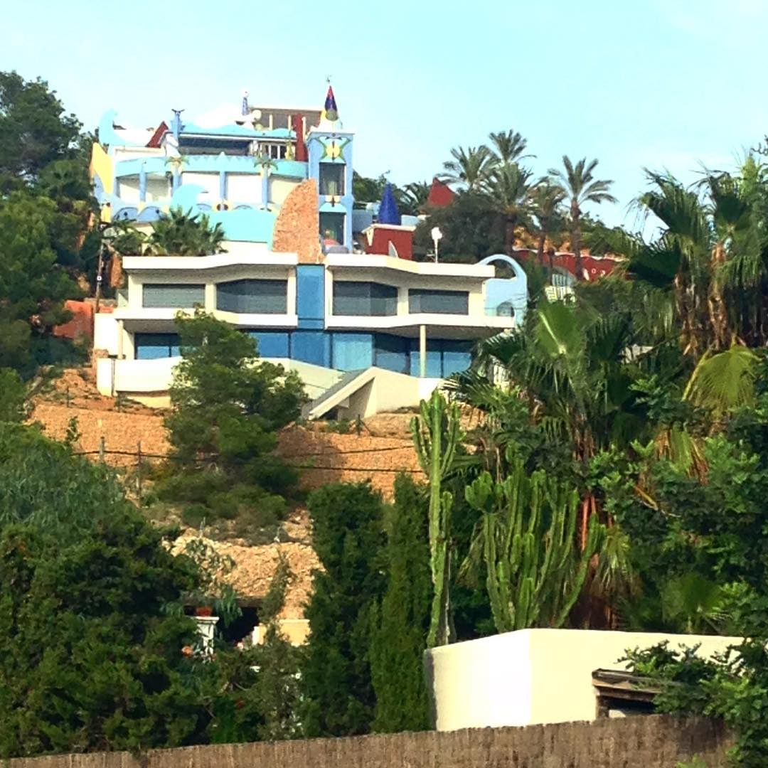 Everybody knows the mysterious villa in Cap Martinet, but has anybody ever been in there?  #ibiza #villa #secret #ibizahouse #capmartinet #architecture #pornhouse #colours #spain #mystery #baleares #igersibiza #eastcoast #hill #trees #ibizadiary #summer #ibizasecret, Hostal Talamanca, Ibiza