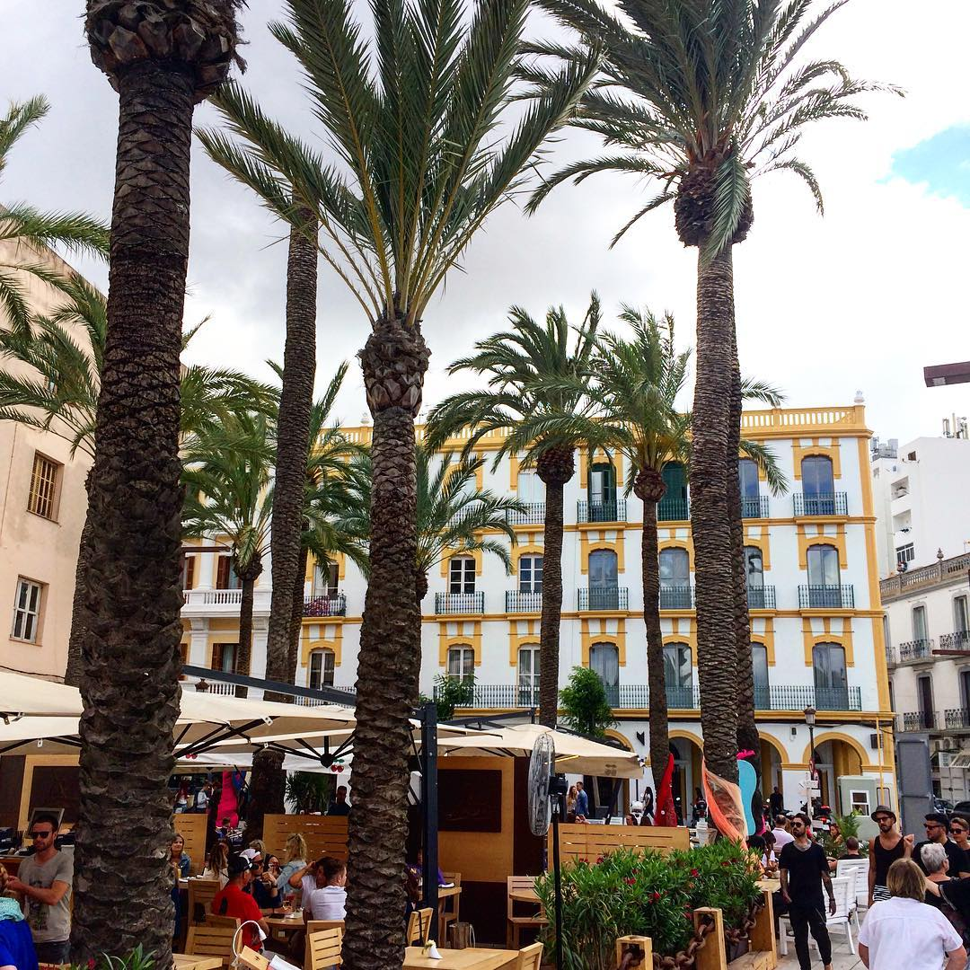 Legendary Hotel Montesol in La Marina  #hotel #montesol #ibiza #hotelibiza #hotels #lamarina #palmtrees #holiday #instahotel #instatravel #travelguide #igersibiza #travelspain #harbour #building #ibizadiary, Cafe Montesol Ibiza