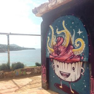 Graffitis auf Ibiza an der Cala Trida