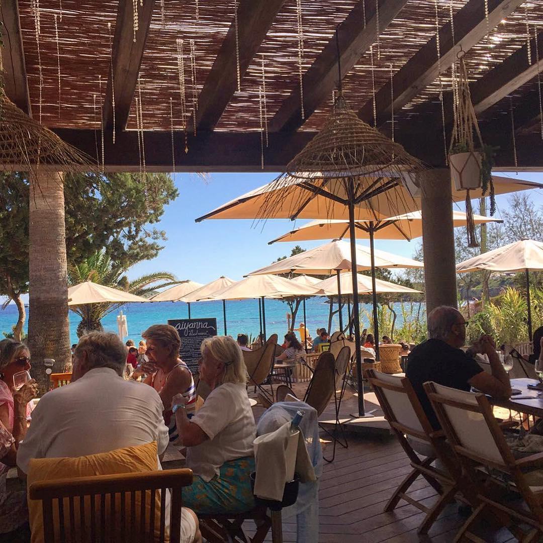 Last days of the season at Aiyanna beach restaurant with good food and seaview 🐠 #aiyanna #ibiza #seafood #seafood #instafood #beach #playa #calanova #instagood #qualitytime #holiday #summer #ibiza2017 #igersibz #igersspain #ibizadiary, Aiyanna Ibiza