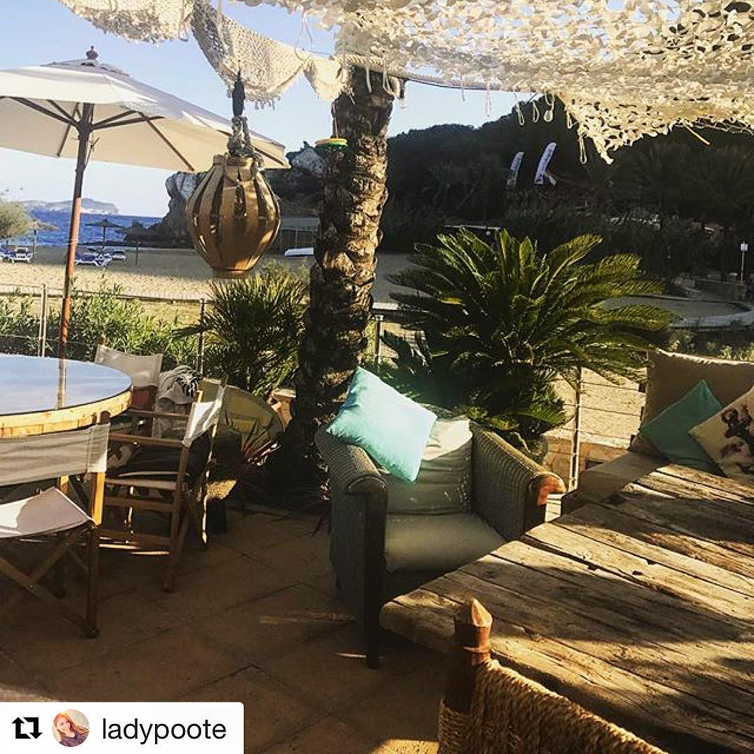 Sunday hangout at The Boat House! Nice shot @ladypoote 📸 #sunday #boathouse #ibiza #playa #hangout #domingo #igersibz #ibizawinter #baleares #picoftheday #goodlife #repost #ibiza2017 #travel #spain #ibizadiary #boathouseibiza #beachbar, The Boat House Ibiza