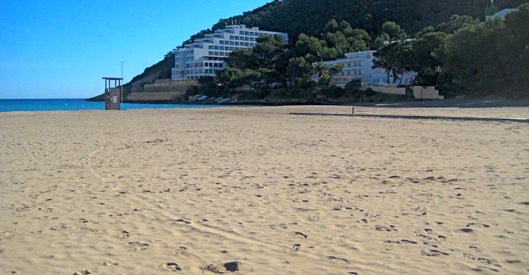 Die Cala Llonga auf Ibiza.