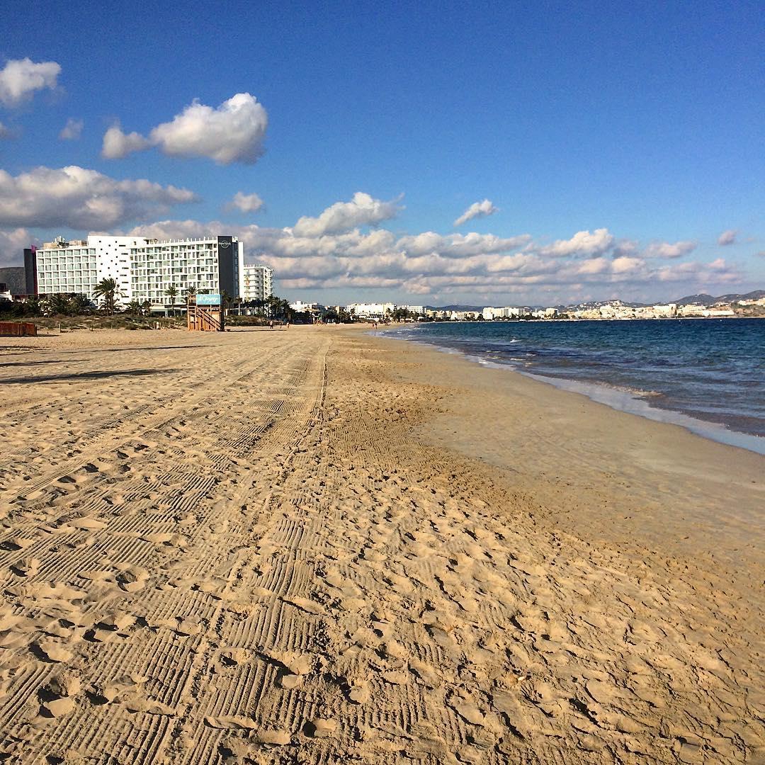No better way to spend a winter day on Ibiza, than on a lonely beach! 🏖😎 #ibiza #beach #ibizawinter #beauty #lonelybeach #sun #clouds #goodtimes #playa #playadenbossa #ibizaplaya #likeforlike #running #sports #instagood #instalike #ibz #ibizadiary #hrhibiza, Hard Rock Hotel Ibiza