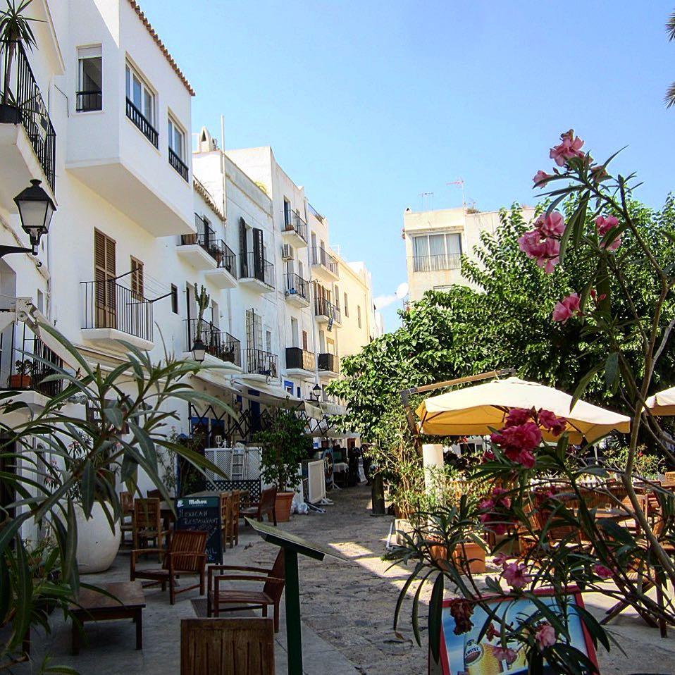 Enjoy your day  Hopefully you can spend some time in one of Ibizas phantastic restaurants! 綾 #ibiza #restaurant #eivissa #food #instarestaurant #gourmet #spain #europe #instatravel #picoftheday #like #share #sun #house #white #ibizadiary, Carrer de Barcelona Dalt Villa Ibiza