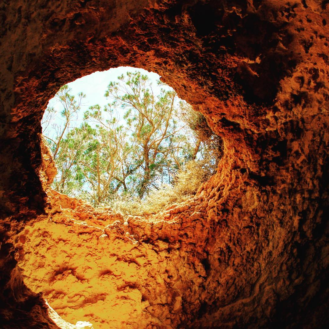 Have you ever been to the small #tunnel near #sacaleta #phoenician #settlement ??? 🌊⛰🌿 #cova #cave #sacaletaibiza #ibizadiary #redrocks #colorsofibiza #naturalwindow #caveview #ibiza2018 #ibizahiddenplaces #ibizarocks #ibiza, Sa Caleta