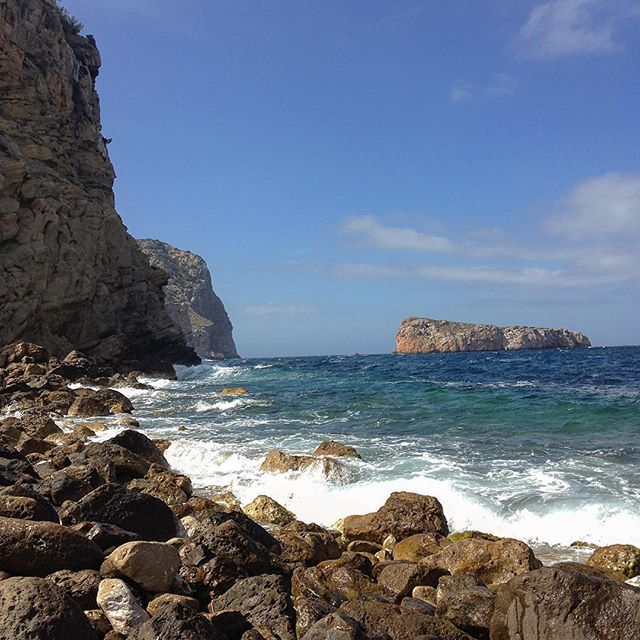 The weather conditions these days couldn't be better for a hiking tour in the coves on the northcoast 🌞🏞 #ibiza #spring #ibiza2018 #hiking #instagood #nature #ibizalove #naturelovers #instahike #outdoor #baleares #sport #likeback #ibizadiary, Cala Xuclar