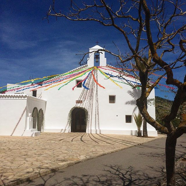 Sunday greetings from the church of San Vicente ⛪️ #sunday #church #iglesia #sanvicente #ibiza #domingo #instachurch #catholic #ibiza2018 #bluesky #igersibiza #instaibiza #ibizadiary, Cala de Sant Vicent