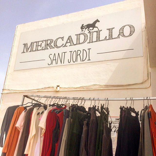 Saturday is fleamarket day 👜👒👡👛 at the horse racecourse 🐎 🐎 🐎 of Sant Jordi. It is absolutely worth a visit! #ibizadiary #ibiza #ibiza2018 #santjordi #fleamarket #vintage #market #ibizashopping #hippymarket #racecourseibiza #mercadillo #mercadillosantjordi #ibizamarket #vintagemarket #hippylife #sustainablefashion #sustainableshopping #reuserevolution #hipodromo, Mercadillo De Sant Jordi