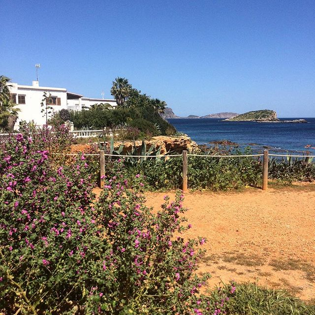 #beachtime 😎 more than 30degrees this week, time for the beach! #summer #sun #swim #instasun #instafun #instagood #instaravel #ibiza #blogger #bloggerlife #travelblogger #instaibiza #ibizadiary, Es Canar
