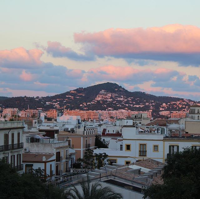 The higher the rooftop, the better the sunsetview 珞 #eivissa #sunset #hostalparque  #rooftop #afternoon #goodvibes #islandlife #ibiza @sunset_stream #sungoesdown #roof #citylife #instaibiza #ibizadiary, Hostal Parque