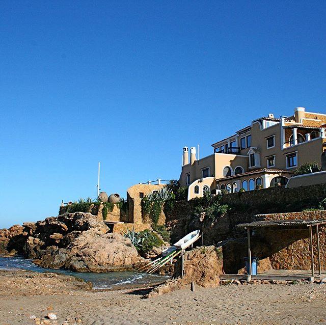 Beautiful house at a beautiful beach 🏡 Lovely location at Cala Xaracca! #house #ibiza #speciallocation @ibizahouses #ibizacala #ibizaplaya #picoftheday #villa #luxurylifestyle @housesinibiza @ibizabeaches #ibiza2018 #instatravel @spain #spain #ibizadiary, Cala Xarraca-Ibiza