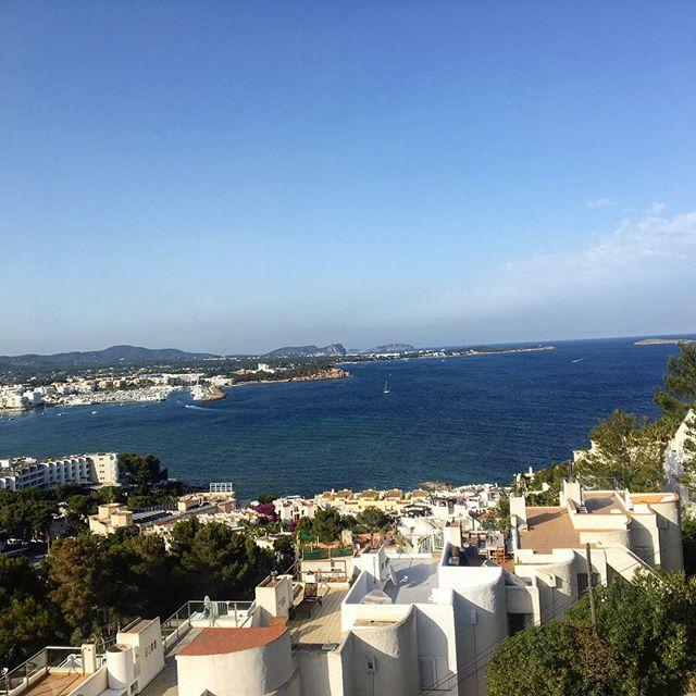 White houses on the white island 🏘 #ibizaliving #ibiza #white #whitehouse 🏖 #seaview #view #instagood #instaibiza #igersibiza #igersspain #loveibiza #sky #blue #likeforlikes #travelblogger #blogger @ibizaplus @ibizasea @ibizaspotlight #ibizadiary, Santa Eularia, Siesta , Ibiza