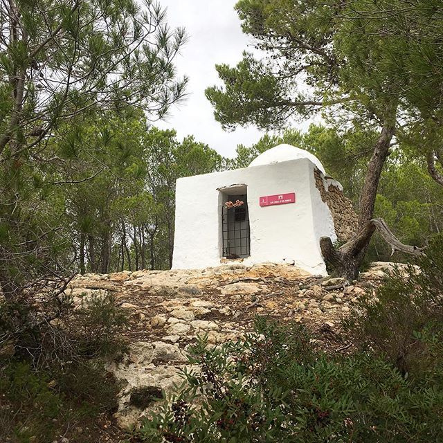 Secret spot on top of the hill! 💒 Sa Creu d'en Ribes near Santa Eularia! #church #secret #ibiza #offroad @churchesandcastles #chapel #santaeularia #history #ibiza2018 #ibizaplaces #hiddenibiza #ibizatours #hiking #instahike @visitsantaeulalia.ibiza #visitibiza #ibizahiking #ibizadiary, Santa Eularia, Ibiza