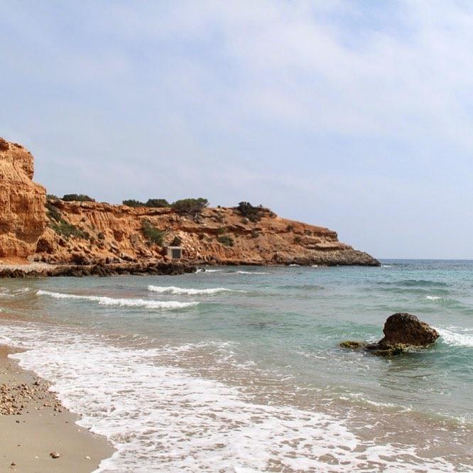 Good morning from Sa Caleta beach! Nobody here at this early time of the day  #buenasdias #bondia #morning #morningview 珞 #españa #baleares #catalunya #igersspain #travelblogger #travelphotography @travelawesome #ibizadiary, Sa Caleta