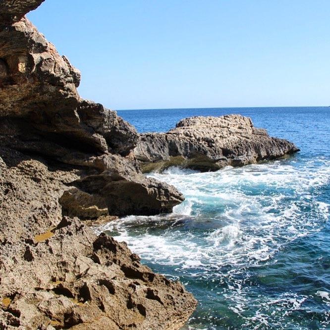 The wild waters in the North of Ibiza 🌊 #ibiza #ibizanorth #hiking #españa #caminata #wanderlust #outdoor #natura @nature_brilliance @baleares_islas @igersbalears #igersbaleares #ibizadiary, Cala Xarraca