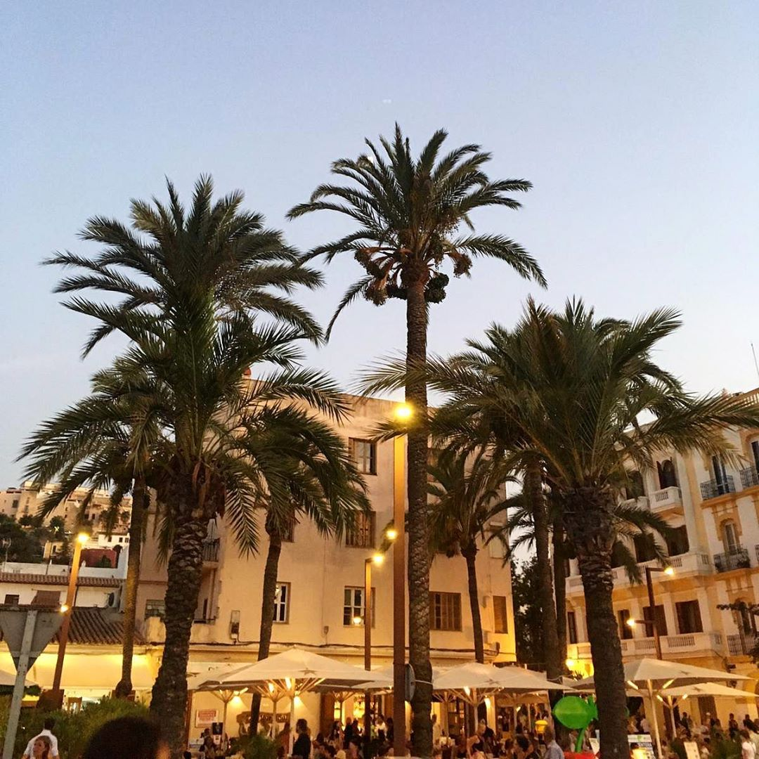 Counting the minutes until the big fireworks will set of on this 8th of August in Dalt Vila 🎇 #fiesta #ibiza #eivissa #daltvila #fireworks 🎉 #ibiza2019 #baleares #igersibiza #ibizapictures #instaibiza #ibizatravel #ibizablog #balearenblog #ibizadiary, Dalt Vila, Ibiza