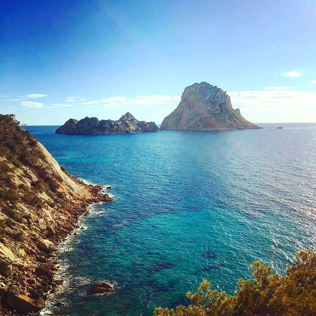 We start the week with a repost of this phantastic Es Vedra Shot by @ibizaadvisor ☮️ #monday #lunes #montag 🤗 #newweek #motivation #esvedra #ibiza #energy #thinkpositive #inspiration 😻 #urlaub #travel #ibizagram #igersibiza #ibizadiary, Es Vedrá