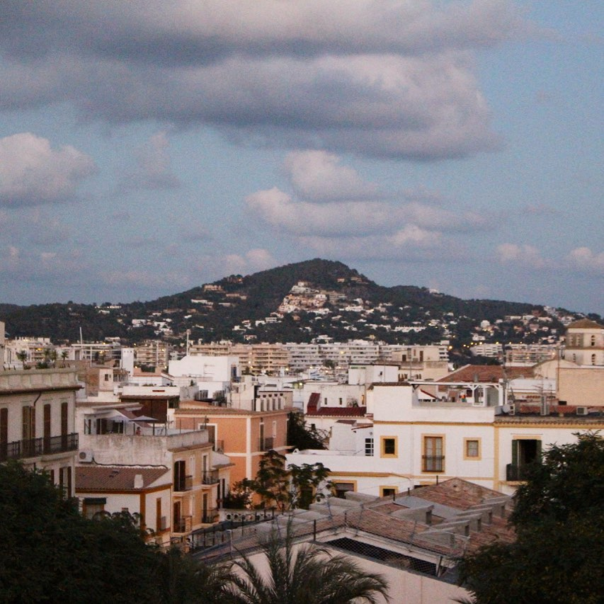 Hola Eivissa ✌️ Great view from the #rooftop looking over the houses! #viewpoint #eivissa #ibiza #instagood @the_rooftopguide #sky #afternoon #instaibiza #ibizatravel #houses #chillout #ibizadiary @ibiza_fotoss, Hostal Parque Ibiza