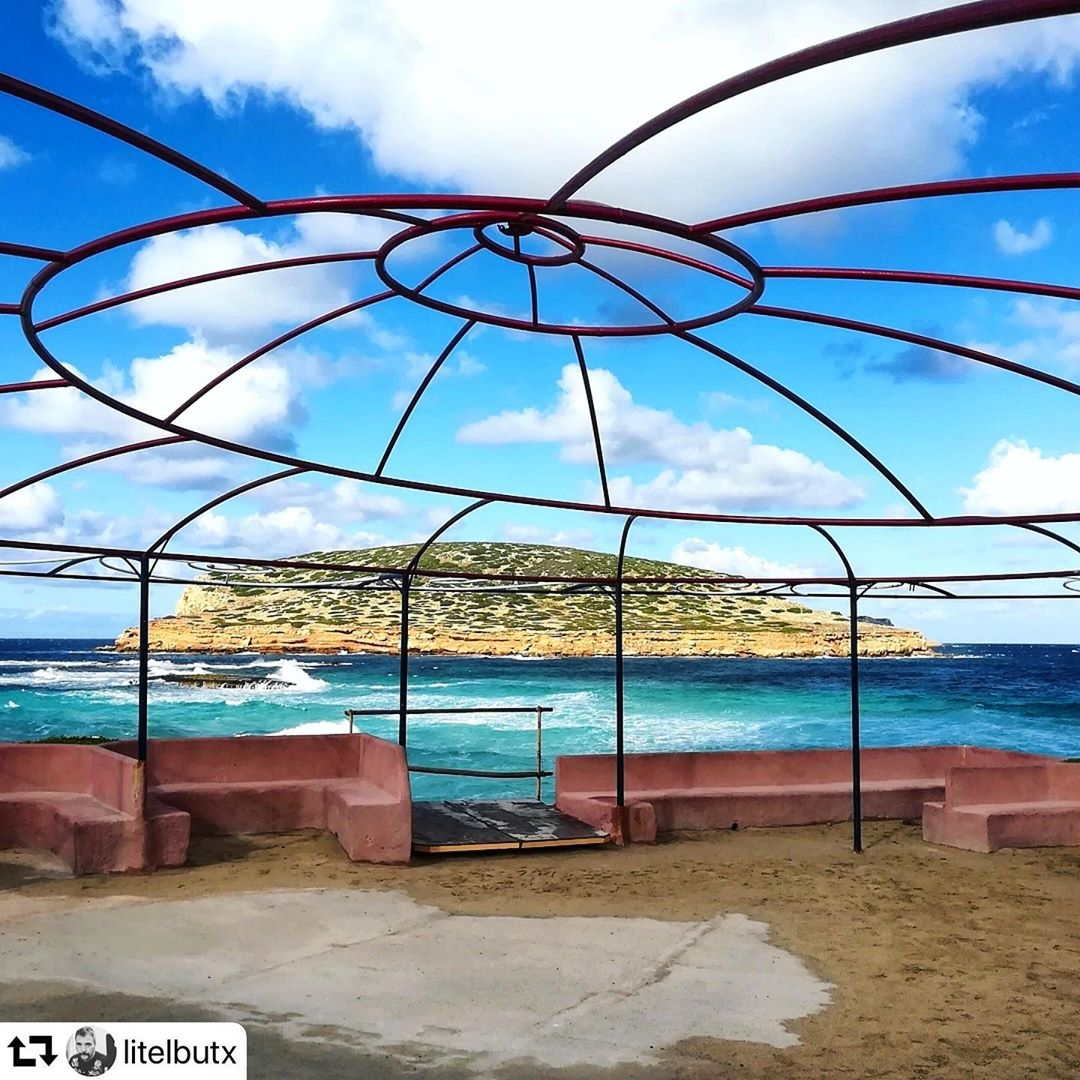 Wintertime in the Ashram ☮️ Thanks to @litelbutx for this phantastic photo of the beautiful bar and restaurant, situated up above the beach of Cala Comte! #ibiza #winter #repost #sunsetashram #regram #photography @ibizatravel @sunsetashram #calacomte #sky #clouds #beachbar #ibizatravel #spain #ibizadiary, Cala Comte