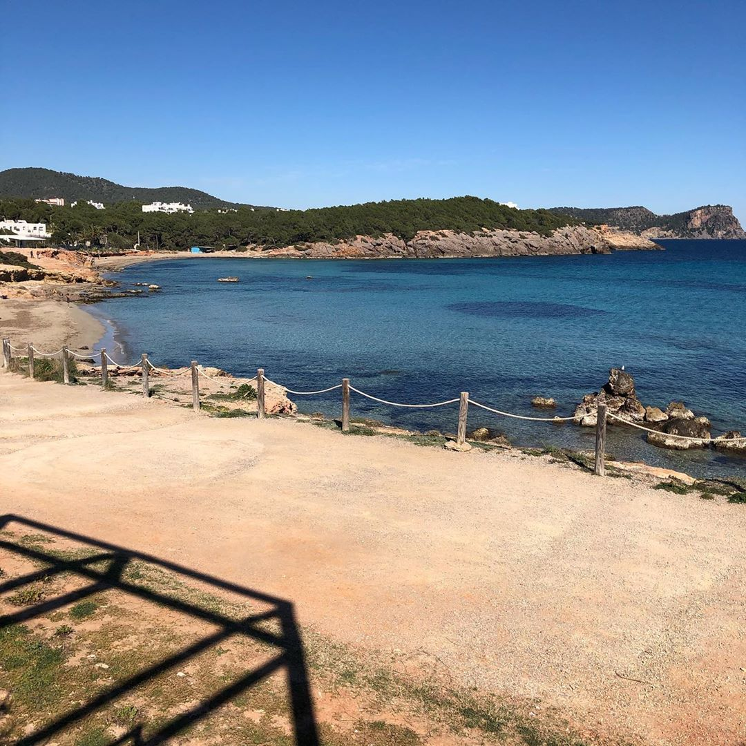 Hiking from Cala to Cala! Today it was stunning sunshine on our way from Cala Nova to Cala Llenya 👍🏻😎 #ibizahiking #hikingibiza #balearic #ibiza2020 @ibizabeaches @worlds_beaches 🌞 #sunshine #walkwithfriends #happyday #sun #sky #beach #sand #monday #ibizadiary, Cala Llenya