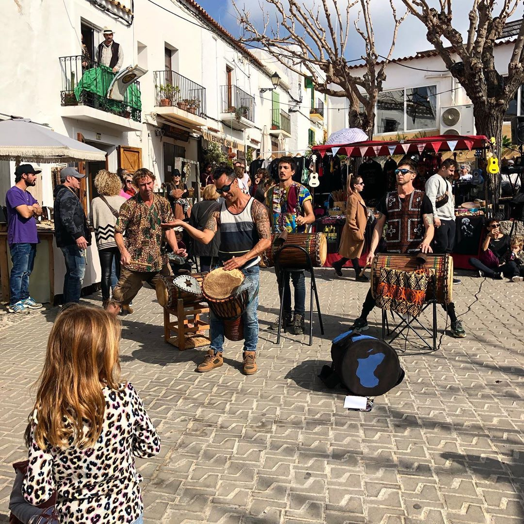 Special drum performance at the @mercadillodesantjoan with African percussion sounds! #music #sunday #percussion #santjoan #domingo #tradition #ibiza #sun #goodvibes #instamusic #instaibiza #ibizamercado #igersibiza #ibizadiary, Sant Joan De Labritja, Eivissa