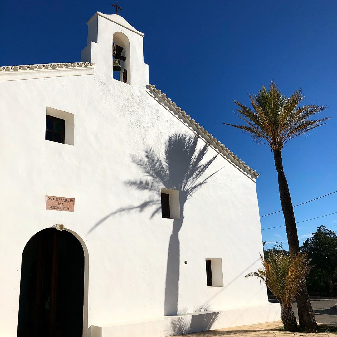 Sunday visit at the beautiful church of Sant Vicente in the north of Ibiza 💒 #sunday #domingo #sonntag #church #iglesia #ibiza #sundayonibiza #bluesky @worldchurches #ibizanorth #travelblog #palmtrees #white #instaibiza #ibizadiary, Sant Vicent de sa Cala