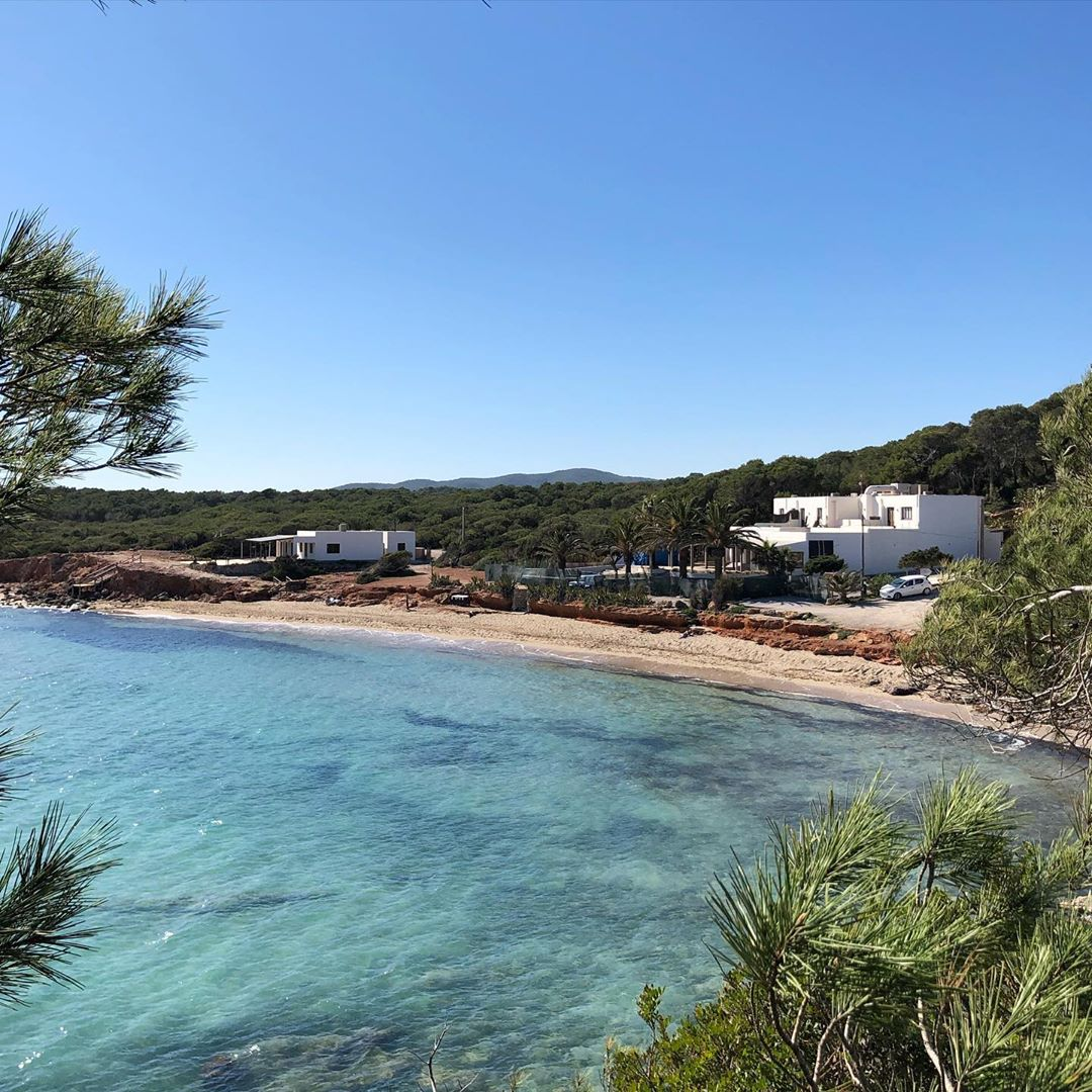 On a regular weekend we would be here! Or at any other of the beautiful beaches of Ibiza! 😎 But now: we stay home! #stayhome #ibiza #calanova #ibizaplaya #playaespaña #beach #strand #beachadvisor #tripadvisor #ibizatravel #ibizadiary, Cala Nova Ibiza