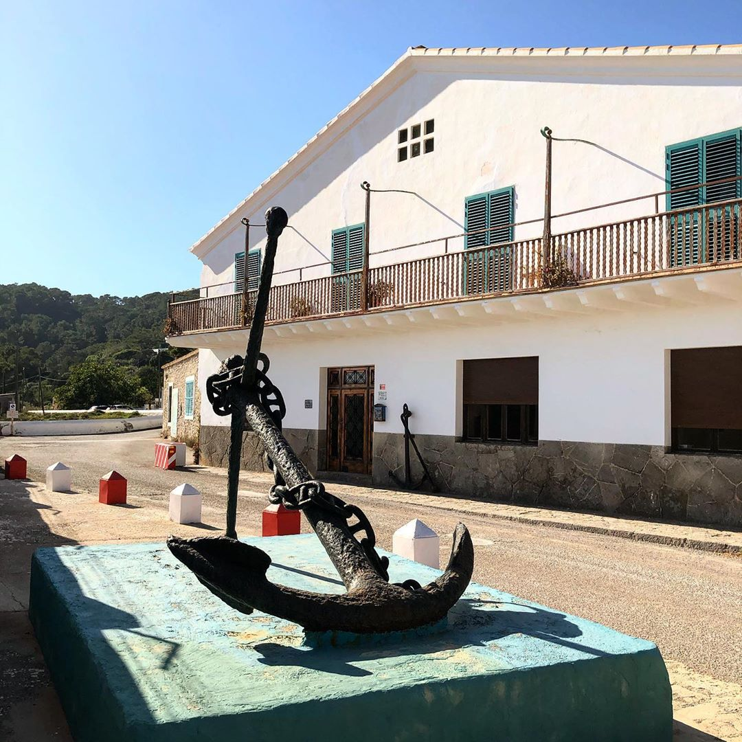 This is not Havanna, it is Ibiza! The Salinas area offers a lot of tiny details you should absolutely visit and take some photos 📸 #ibiza #salinasibiza #anchor #seafaring ⚓️ #colours #ibiza2020 #havanna #nothavanna #baleares #seefahrt @turismoislasbaleares #salinas #igersibiza ##🛶 #outside #instaibiza #ibizalovers #ibizadiary 🏝, Ibiza Salinas